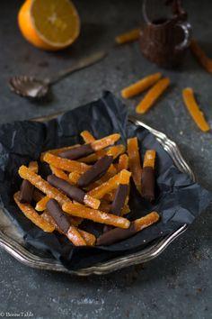 Ecorces d'oranges confites, chocolat noir - recette facile mais comptez 2 jourd de préparation !