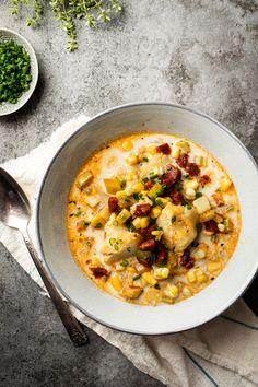 Morue, maïs et chorizo, une chaudrée consistante comme on aime! Clean Recipes, Veggie Recipes, Seafood Recipes, Soup Recipes, Cooking Recipes, Healthy Recipes, Quebec, Healthy Snaks, Healthy Food Alternatives