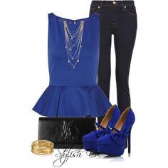 El azul vino para quedarse. Te animás a llevarlo también en los zapatos? Combinalo con un pantalón negro y un sobre al tono + bijou en tonos dorados.