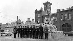 Monument de glace avec les pompiers de la caserne, rue des Oblats, 11 janvier…