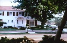 eight is enough house - Yahoo Image Search Results Fun Movie Facts, Tv Show House, Living Tv, Colonial Style Homes, Home Tv, Old Tv Shows, Celebrity Houses, Filming Locations, See On Tv