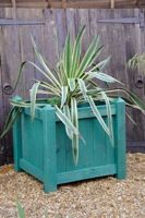 Planter Box made from Pallets - free plans from WoodworkersInstitute - planter boxes,easy,free woodworking plans,projects,outdoors,cheap,pallets,do it yourself,woodworkers