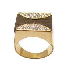 anel banhado a ouro18k, cravejado com zircônias e aplicação de madeira  www.lilaportosemijoias.com.br