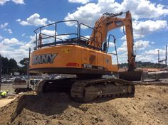 Sany 215c working at ringwood RSL getting it done