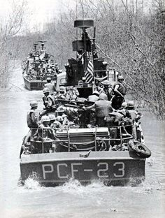 Patrol Craft, Fast (PCF or Swift Boats) operating in narrow river channels. PCF 23 served the United States Navy in Vietnam from 23 February 1966 to 31 October when it was transferred to the S. Vietnam History, Vietnam War Photos, North Vietnam, Vietnam Veterans, American War, American History, British History, Native American, Brown Water Navy
