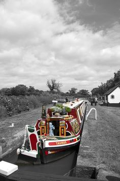 The Narrow boat  www.canalrivertrust.org.uk