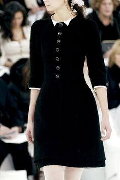 "Chanel HC SS 2006. Simplicity, elegance and the beauty of a lady... not everyone can convey such things in today""s clothing."