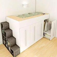 房子小不可怕,可怕的是小房子不懂得避短,反而堆一大堆傢具在家裡,看看達人的卧室是怎麼改造的,照這樣做感覺自己家多了10㎡! ▼床下面做儲物櫃其實滿常見,但儲物櫃開合不太方便,而且功能單一,不如改成這種集儲物和展示為一體的櫃子,取用更方便。 ▼放衣服不稀奇,這樣的衣櫃才是終極理想啊! ▼書桌和收納也很配啊~ ▼女孩會喜歡這樣的房間吧,稍微有些封閉,但是安全感十足。 ▼側面的抽屜床打開就成了起居室(下圖),合上就是小客廳。喜歡! ▼木板、床鋪,打開都是柜子! 以上多半是床櫃結合的設計,往上延伸節省空間。👍
