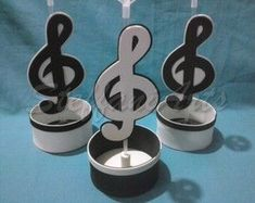 Centro de Mesa - Notas Musicais Music Themed Parties, Music Party, Music Centerpieces, Charm City Cakes, 75th Birthday Parties, Sweet 16 Themes, Michael Jackson, Music Crafts, Disco Party