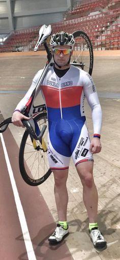 Two wheeled fun! Cycling Lycra, Cycling Suit, Track Cycling, Cycling Bib Shorts, Cycling Wear, Bike Wear, Men In Tight Pants, Lycra Men, Men In Uniform