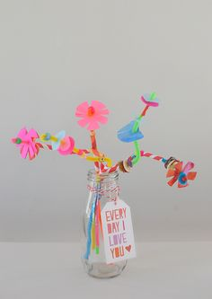 Open-ended pipe cleaner flower craft for preschoolers. Perfect for Mother's Day! Fun Crafts, Diy And Crafts, Crafts For Kids, Arts And Crafts, Paper Crafts, Flower Crafts, Flower Art, Perler Bead Emoji, Diy With Kids