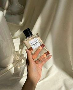 how to make perfume diy Cream Aesthetic, Classy Aesthetic, Boujee Aesthetic, Aesthetic Collage, Aesthetic Vintage, Aesthetic Photo, Aesthetic Pictures, Aesthetic Outfit, Aesthetic Makeup