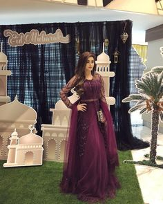 Pakistani Fashion Party Wear, Pakistani Wedding Outfits, Indian Fashion Dresses, Indian Bridal Outfits, Indian Gowns Dresses, Dress Indian Style, Indian Designer Outfits, Pakistani Formal Dresses, Wedding Dresses For Girls