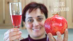 Liquore al melograno un modo semplice e gustoso per preparare un liquore fatto in casa da confezionare e regalare agli amici per Natale