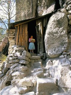 Tarahumara Indian Child and House, Mexico Mexico Tourist Attractions, Central America, South America, Mexico People, Mexico Tourism, Western Caribbean, Mexican Designs, Cool Photos, Beautiful Places