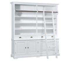 Landelijke witte boekenkast, uitgevoerd in een mooie witte finish. Uitgevoerd met een verplaatsbare trap voor de hoogste boekenplanken.