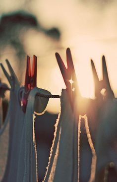 morning light peeking through clothes pins Country Life, Country Girls, Country Charm, Laundry Art, Laundry Lines, Laundry Drying, What A Nice Day, Wilhelm Busch, Vie Simple
