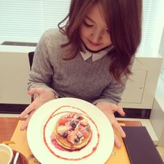 Instagram media kana94k - 今日のおやつは…  これ♥︎ ラスムスクルンプの #ベリーホットケーキセット ♥︎ #ラスムスクルンプ #デンマーク#コペンハーゲン#rasmusklump#クマ#期間限定#期間限定ショップ#カフェ#Cafe#パンケーキ ?#ホットケーキ#パンケーキと私#卵と私 風#女の子は期間限定に弱い#pancake#food#シナモンミルクティー#シナモン 付き#instafood#japan#osaka#me#instajapan#instagood #holiday