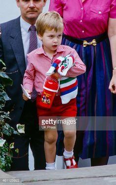 Prince William and Prince George Preschool Pictures William Kate, Prince William And Harry, Prince Charles, Prince Harry, Princess Diana Family, Princess Kate, Princess Of Wales, Princes Diana, Baby Prince