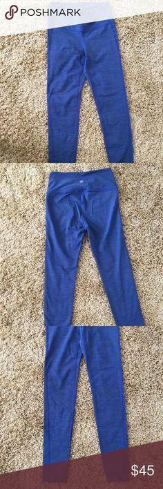 Athleta XS Full Length Chaturanga Tights Athleta Chaturanga blue full length tights size XS. Lightly worn, great condition. Perfect leggings for a run or workout. Bundle & save!! Athleta Pants Leggings