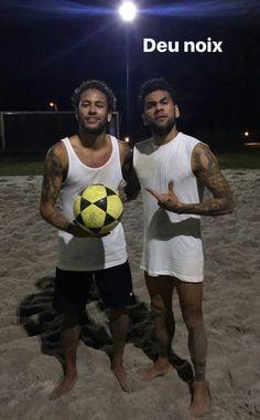 Dani Alves and Neymar Jr Neymar Football, Sport Football, Barcelona Football, Fc Barcelona, Lionel Messi, Neymar Pic, Dani Alves, Love You Babe, Best Player