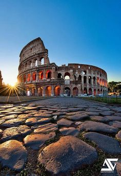 (Rome,Italy) Coliseum Colisée, Rome, Italie love this picture Places Around The World, The Places Youll Go, Travel Around The World, Places To See, Around The Worlds, Beautiful Places To Visit, Wonderful Places, Amazing Places, Dream Vacations