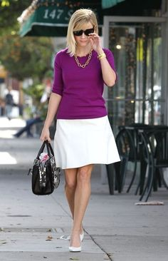 Reese Witherspoon Photos - Reese Witherspoon looks put together as she strolls in LA. - Reese Witherspoon Looks Ready for Business