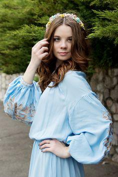 Голубое длинное платье с вышивкой Дерево жизни, купить - Народный бутик