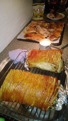 Flæskesteg (pork roast) in 'The Taste of Danish Christmas' in The… Norwegian Cuisine, Norwegian Food, Danish Cuisine, Danish Food, Swedish Recipes, Danish Recipes, Norwegian Recipes, Denmark Food, Nordic Recipe
