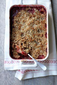 Kaurainen puolukka-omenapaistos // Apple-Lingonberry Crumble Pie Food & Style Tiina Garvey, Fanni & Kaneli Photo Tiina Garvey www.maku.fi