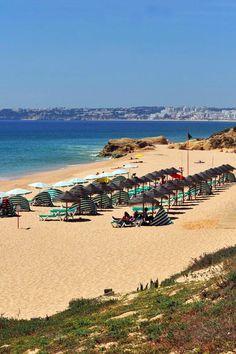 Praia a praia, no final somámos 16 areais para visitar em Albufeira. Todos detalhados neste Top! #viaverde Viagensevantagens #Portugal #algarve #praia #sol #verão