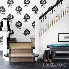 """""""Graphic wallpaper always makes a statement! [Photo: Donna Griffith 
