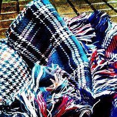 Día de frio y lluvia, mira nuestras bufandas de tartán #rain #cold #scarf #tartán #celebritys #must_have #keiraknightley #jessicaalba #laurabailey #taylorswift #cocorocha #emmawatson Laura Bailey, Keira Knightley, Jessica Alba, Emma Watson, Taylor Swift, Scarf, Blanket, Crochet, Coco Rocha