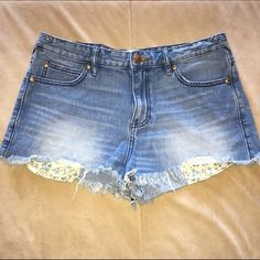 Free People light wash denim short. Free People. High waisted. Light wash denim. Frayed bottoms. Flower pattern pockets. 100% cotton. Size 29. Free People Shorts Jean Shorts