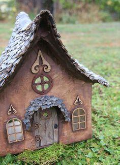 Idee für Gartenkeramik - ein Feenhaus