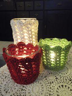 Met het oog op kerst is het tijd voor een beetje licht in de duisternis. Met deze hartverwarmende kaarsjes maak je het gezellig in... Diy Candles, Candle Jars, Mason Jars, Candle Holders, Pots, Creative Decor, Crochet Projects, Crochet Ideas, Crochet Hooks