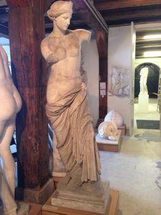 Afrodite fra Capua Græsk, hellenistisk, sent. 4. årh. fvt.  Romersk kopi.