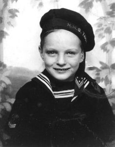 Alan Alda was born Alphonso Joseph D'Abruzzo in NYC & had a peripatetic childhood as his parents traveled around the US in support of his father's job as a performer in burlesque theaters. His father, Robert Alda, was an actor & singer, & his mother, Joan Browne, a former showgirl. Alda attended Archbishop Stepinac HS in White Plains, NY. In 1956, he received his Bachelor of Arts degree in English from Fordham College in the Bronx. (V)
