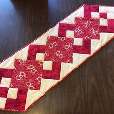 Quilted Heart Red/Cream Floral Table Runner Quilted Table Runners Christmas, Patchwork Table Runner, Table Runner And Placemats, Quilted Table Runner Patterns, Quilting Thread, Machine Quilting, Patchwork Cushion, Hexagon Patchwork, Quilt Material