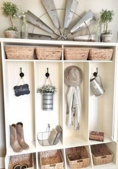 Do You Like Farmhouse Style? If you want to bring a bit of farmhouse decor into your home, then try these 50 Awesome rustic farmhouse DIY inspired projects. Diy Home Decor Bedroom For Teens, Diy Home Decor Rustic, Country Farmhouse Decor, Farmhouse Homes, Farmhouse Design, Entryway Decor, Bedroom Decor, Wall Decor, Rustic Entryway
