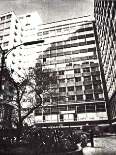 Vista desde el patio central, Centro  América, Av. Juárez. Col. Centro, Cuauhtémoc,  México DF 1952  Arq. José Villgrán García - View from the central courtyard, 'America' office center, Av. Juarez, Centro Historico, Mexico CIty 1952