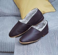Shearling Slippers, How To Look Classy, Must Haves, Flats, Men, Shoes, Fashion, Fuzzy Slippers, Loafers & Slip Ons