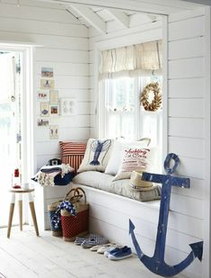 coussins décoratifs de style marin, couloir de style marin, chambre lumineuse, maison bord de mer