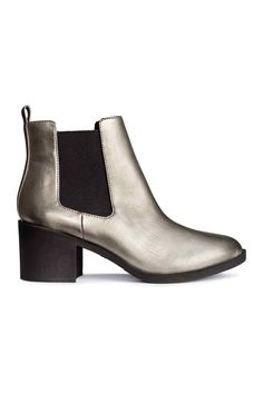 Chelsea boots: Chelsea boots in imitation leather with a metallic finish and elastic gores in the sides. Heel 6.5 cm.