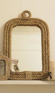 Moldura de espelho com corda.