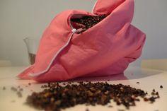 Ekologiczne poduszki. Na blogu wpis o tym, jak samodzielnie zrobić poduszki z łuski gryki.
