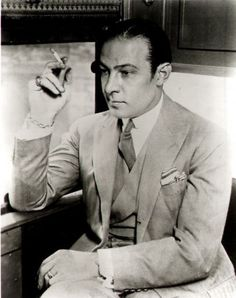 Rudolph Valentino in Pictures: My Immortal Rudolph Valentino, Vintage Hollywood, Classic Hollywood, 1920s Mens Clothing, Men's Clothing, Vintage Clothing, Female Poets, Silent Film Stars, Star Wars