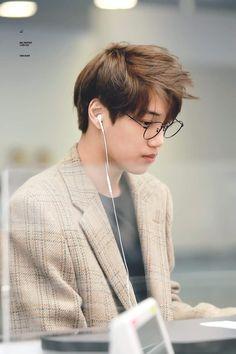 he looks so soft Kris Wu, Luhan And Kris, Chanyeol, Kyungsoo, Korean Boy, Exo Korean, Korean Idols, Kaisoo, Kim Kai