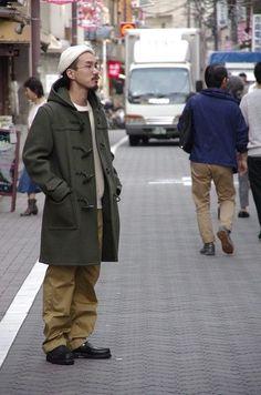 outer:AURALEE ¥80,000 inner:Fil Melange ¥17,000 pants:THE BASICS ¥14,500 shoes:Paraboot ¥65,000 オリーブのダッフルコートで秋な気分です。