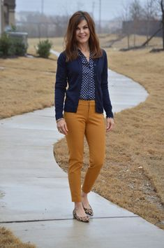 Mustard & navy is one of my favorite color combos. I have lots of navy tops, but no mustard colored pants. Would like mustard or burgundy colored pants. Blue Shirt Outfits, Colored Pants Outfits, Yellow Pants Outfit, Casual Work Outfits, Business Casual Outfits, Mode Outfits, Fashion Outfits, Navy Cardigan Outfit, Camel Pants Outfit